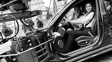 Хейли Атуел получава уроци по шофиране от Том Круз