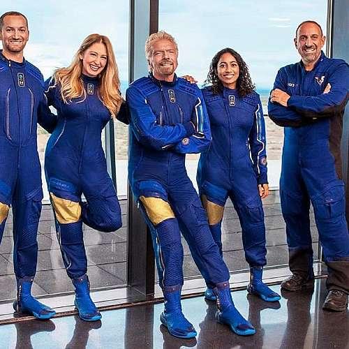 Ричард Брансън ще участва в полета на космическия самолет на Върджин галактик
