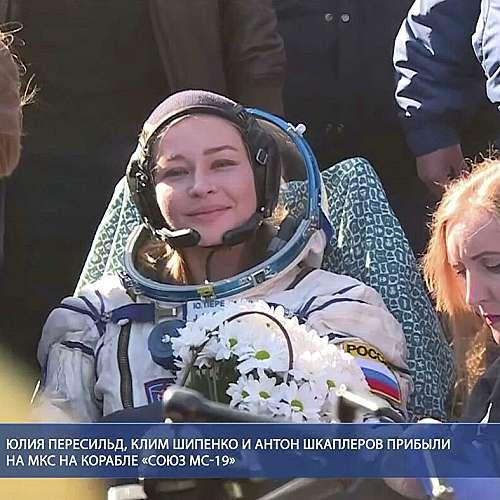 Първият филмов екип в Космоса се завърна успешно на Земята