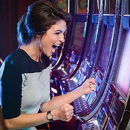 Защо казино игрите с 40 линии са толкова популярни в България?