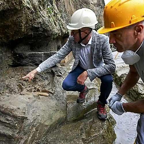 Археолози откриха човешки скелет под вулканична скала в древноримския Херкулан