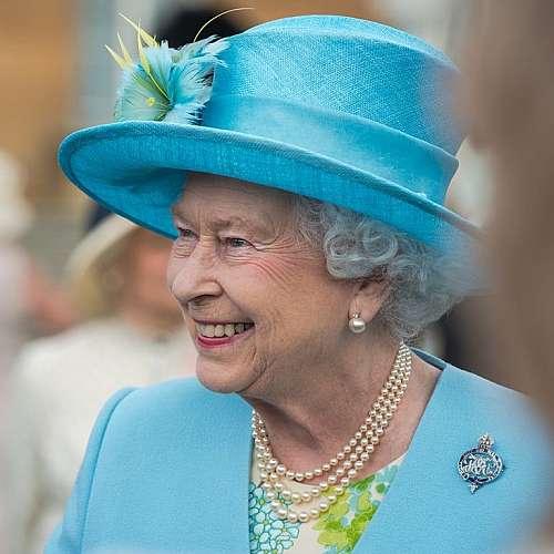 Траурни костюми, а не военни униформи за погребението на принц Филип