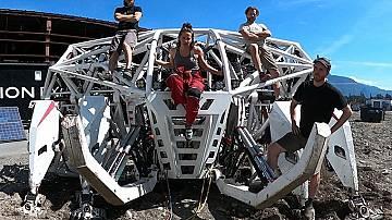 Управлявай гигантски екзоскелет
