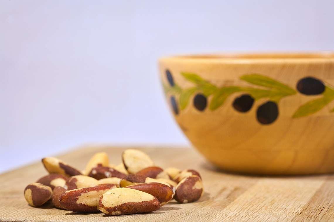 Бразилският орех (Brazil nut) се отличават с разнообразно съдържание на микроелементи, особено с голямо количество селен.