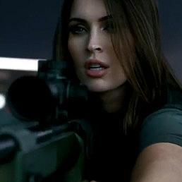 Меган Фокс в реклама към играта Call of Duty: Ghosts