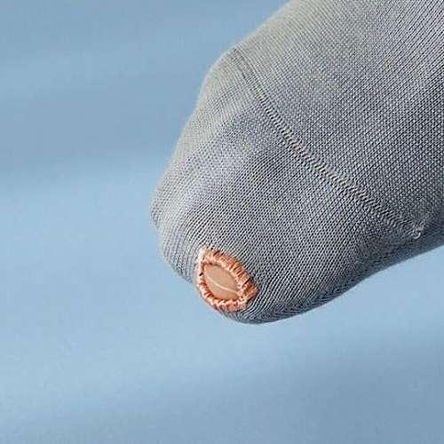 Нов хит - чорапи с дупка за палеца
