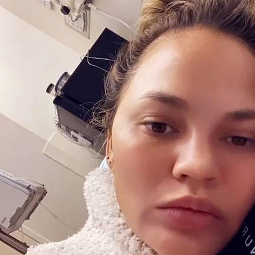 Бременната Криси Тейгън в болница с тежко кървене