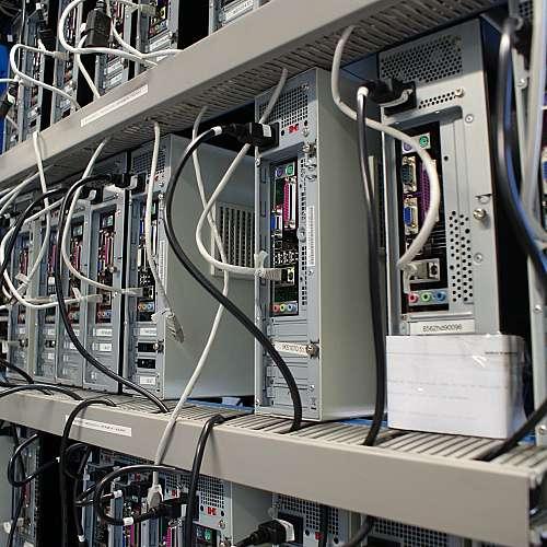 """Жител на Тексас е арестуван за намерение да """"унищожи интернет"""""""