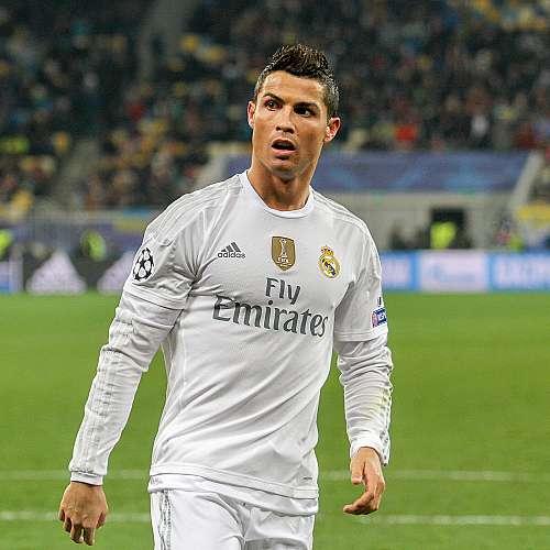 УЕФА не е съгласна играчите да преместват бутилките на спонсорите
