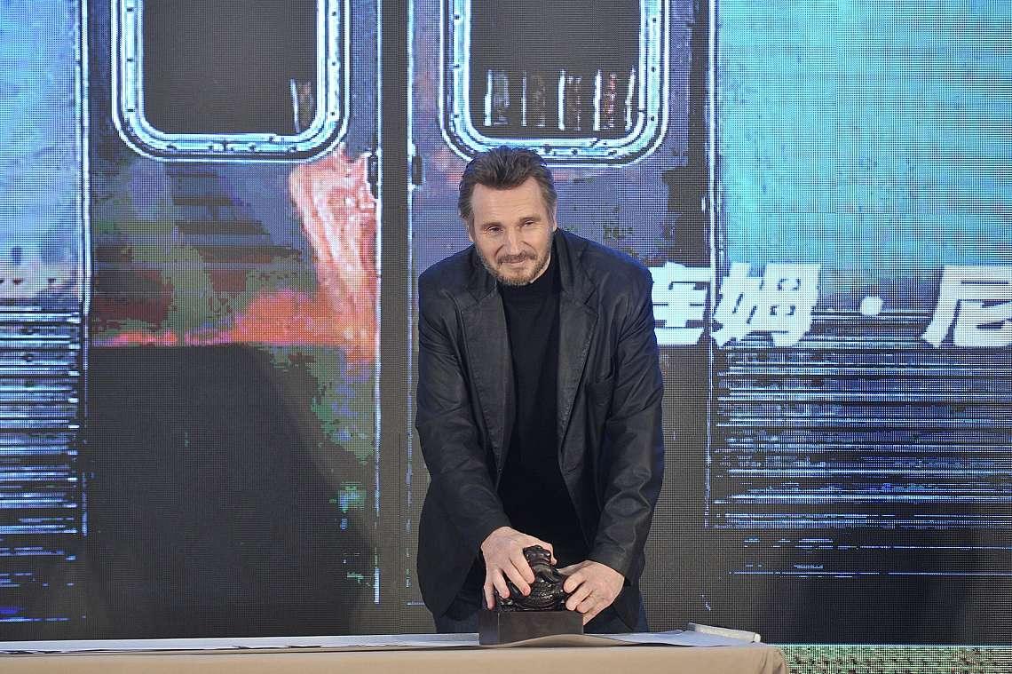 """Холивудският актьор Лиъм Нийсън на пресконференция за филмa """"The Commuter"""" в Пекин, Китай, 20 март 2018 г."""