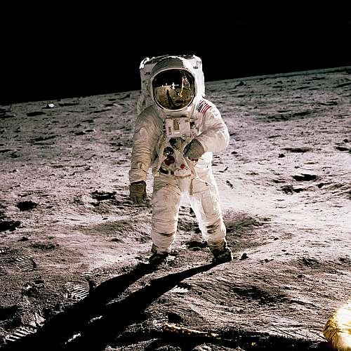 Илон Мъск: Моят кораб може да кацне с астронавти на Луната до 2024