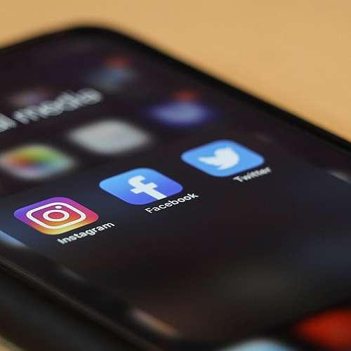 Социалните медии могат да помогнат срещу изолацията през пандемията