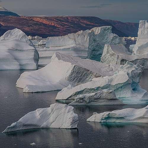 Учени разкриват ефектите от топенето на леда