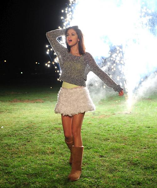 свежо снимки на Селена Гомес Hit the Lights 2011
