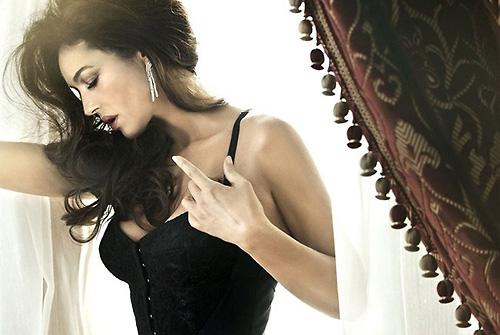 свежо Моника Белучи Vanity Fair Italy май 2012