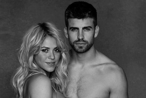 свежо Шакира позира гола и бременна благотворително 2013