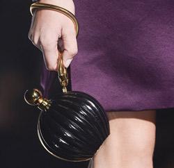 суета чанта имитираща парфюмено шишенце 2013