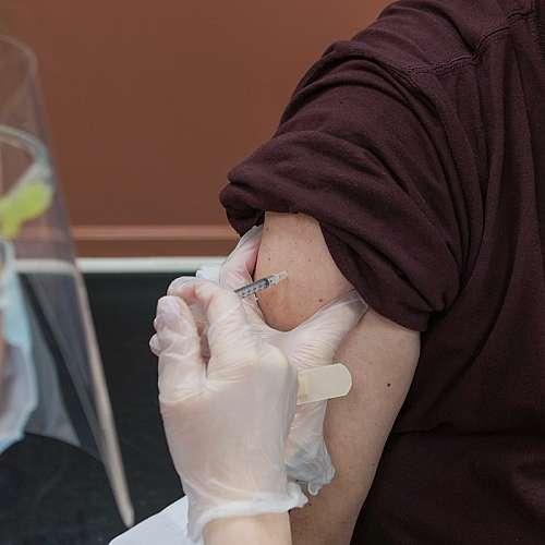 Странични реакции след ваксиниция показват, че имунната система реагира