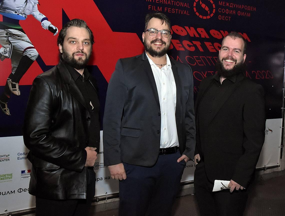 """Александър Калинов, Богомил Калинов и Калин Калинов представиха дебютния си филм """"Пепел върху слънцето"""""""