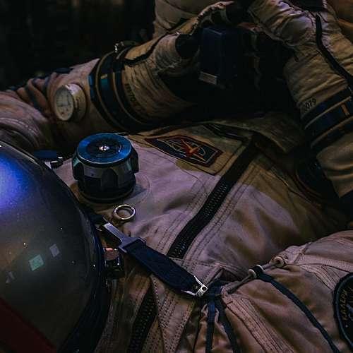 Място за пътуване в космоса в компанията на Джеф Безос беше продадено