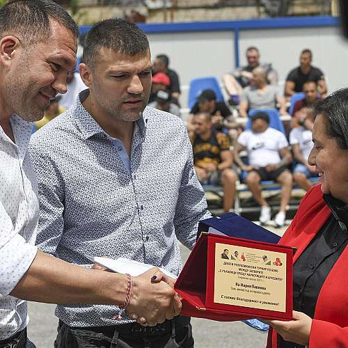 Кубрат Пулев и Тервел Пулев присъстваха на боксов турнир в затвора (снимки)
