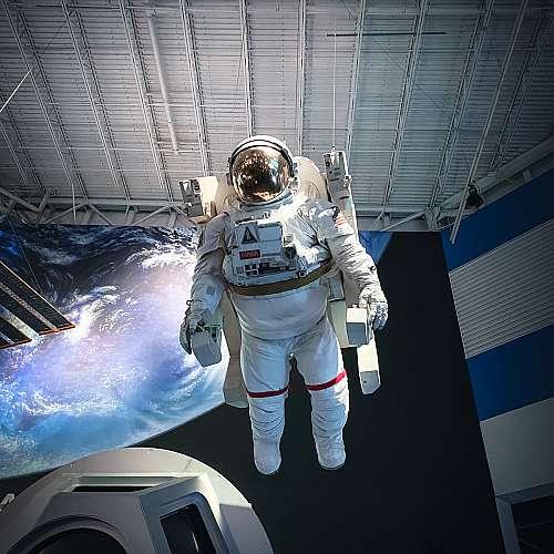 """Компанията """"Блу ориджин"""" насрочи следващия полет с космически туристи"""