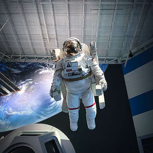 Работата по първия филм, заснет в космоса, ще продължи до края на 2022