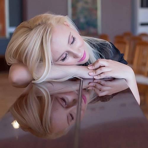 Оперната певица Мирела Александрова с дебютен симфоничен рок сингъл