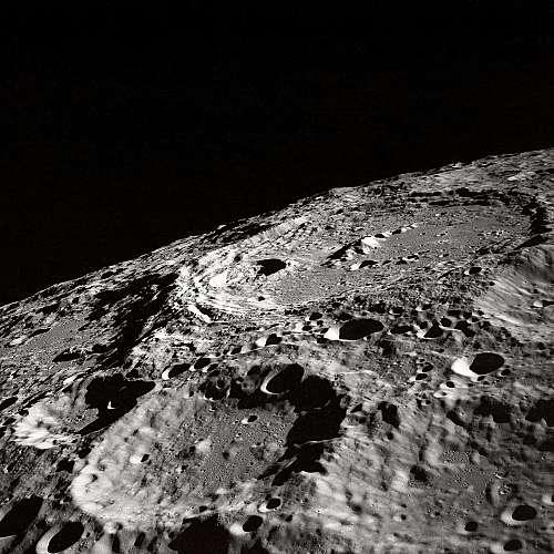 Илон Мъск ще строи спускаем апарат за Луната