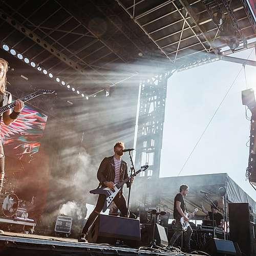 Британски фестивал  събра фенове  на метъла