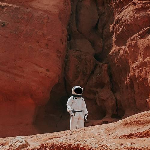 Учени дават отговор на въпроса къде е липсващата вода на Марс