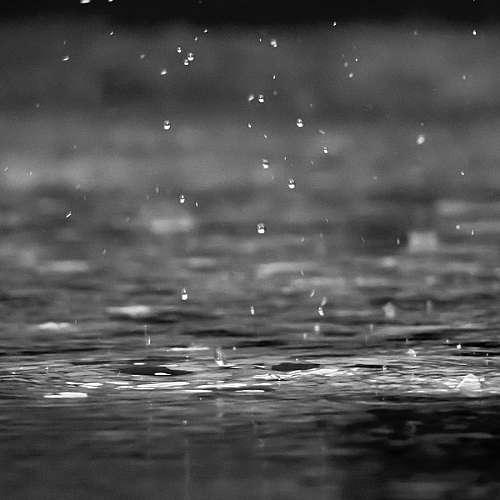 Устройство генерира електричество от дъждовни капки