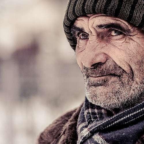 577 български села без население