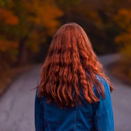 Кои звезди имат естествено червена коса?