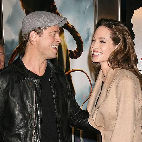 Брад Пит и Анджелина Джоли искат да купят гръцки остров