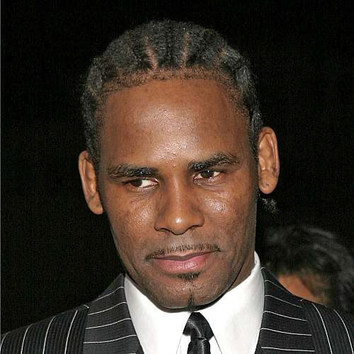 Обвинителка на R. Kelly свидетелства, че певецът я е малтретирал сексуално