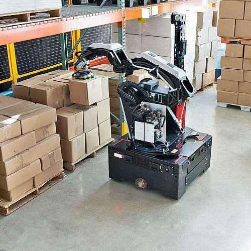 Роботът Стреч  може да работи в складове