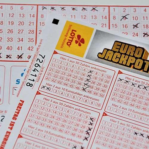 """Рекорден джакпот от 220 милиона евро в лотарията """"Евромилиони"""" е  спечелен"""