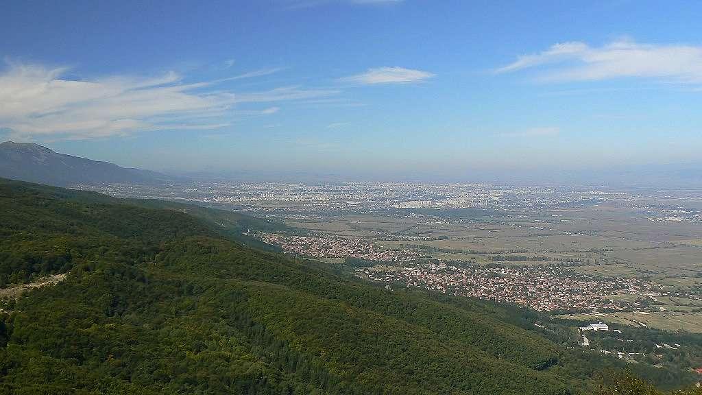 Лозен в полите на Лозенска планина, в далечина се виждат София и Витоша