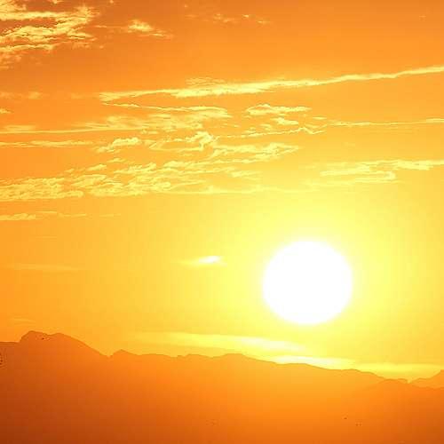 Слънчевата светлина обяснява разликите в броя на смъртните случаи от COVID-19