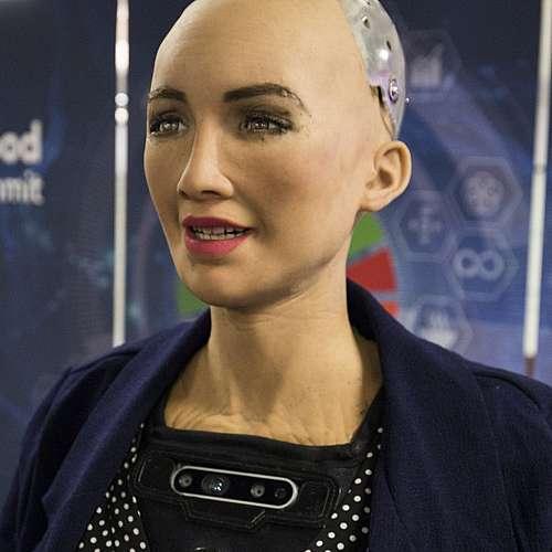 Цифрова творба на хуманоидния робот София се предлага на търг