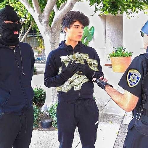 Близнаци шегаджии от Ютюб бяха осъдени заради инсцениран обир  на банка