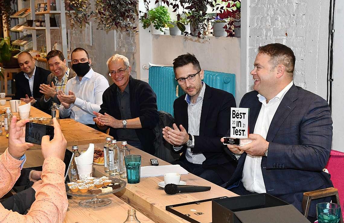 Джейсън Кинг, главен изпълнителен директор, Теленор и Богдан Узелац, главен търговски директор, Теленор