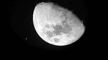 Планети-скитници могат да имат обитаеми луни