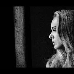"""Адел оглави класацията на """"Билборд"""" за сингли"""