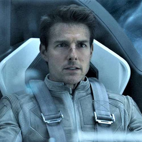 """Екипажът на """"Инспирейшън4"""" си говори с Том Круз от космоса"""