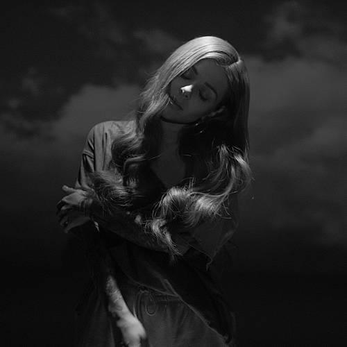 Виктория с първи албум през февруари