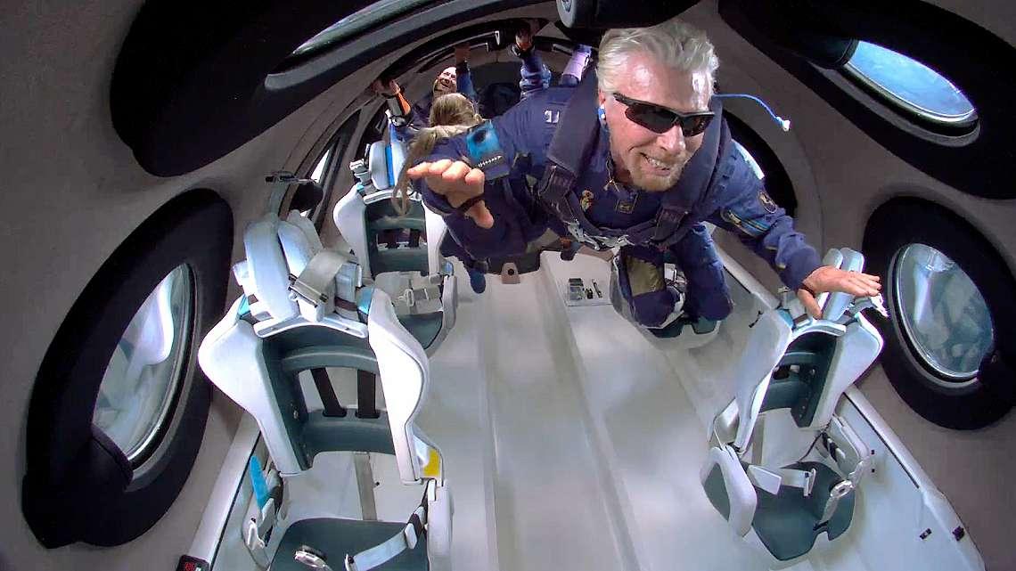 Ричард Брансън (Richard Branson) в космоса