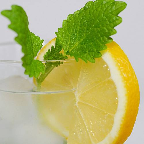 Пийте вода с лимон веднъж дневно