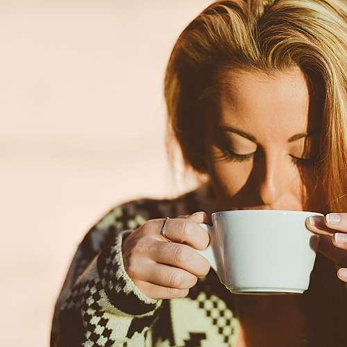 Чаша силно кафе преди тренировка изгаря мазнините